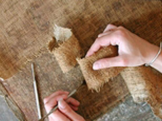 Fase di Lavorazione con Tela di Lino per Restauro