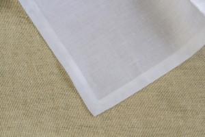 set-tovaglioli-bianchi-particolare-tovagliolo-orlo-semplice